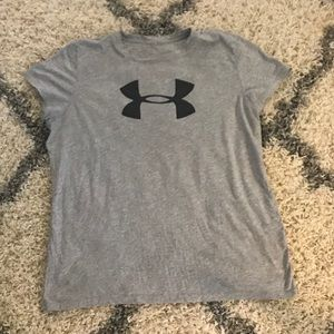 Like new under armour gray top with black logo